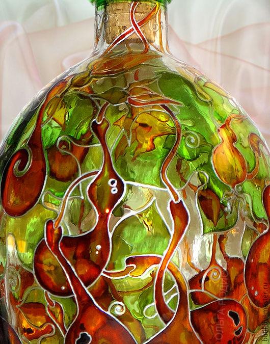 Фрагмент бутылки с Тыковками крупным планом.