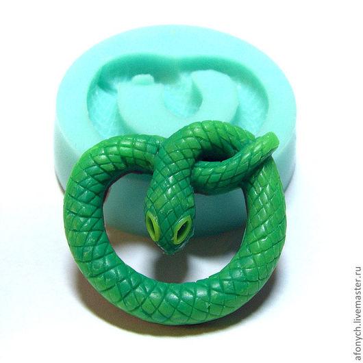 """""""Свернувшаяся змея"""", арт.: 122 Стоимость — 100 руб. Размеры 32х35 мм., высота — 7 мм."""