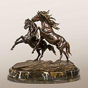 Статуэтки ручной работы. Ярмарка Мастеров - ручная работа Статуэтка Конная композиция (бронзовая статуэтка коней). Handmade.