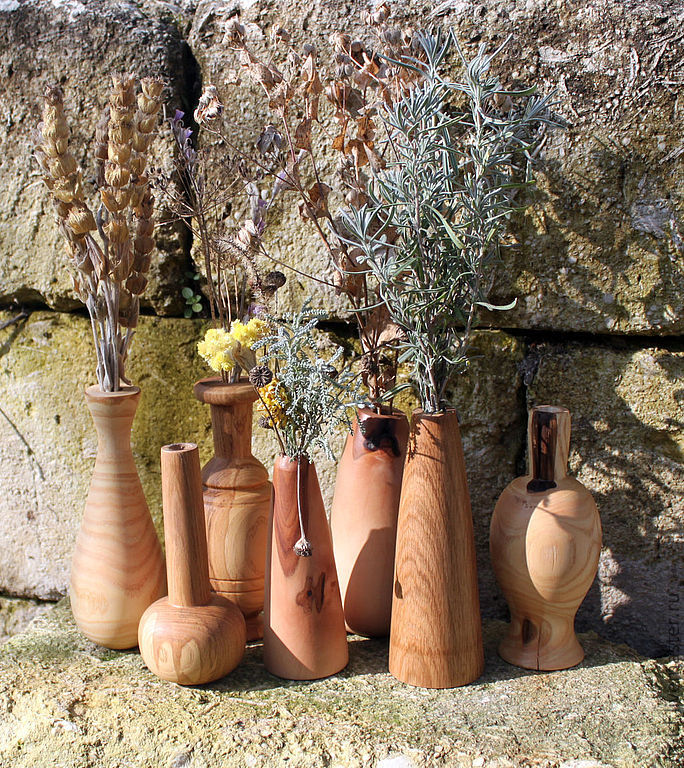 Деревянные вазы для маленьких букетиков цветов из разных пород дерева