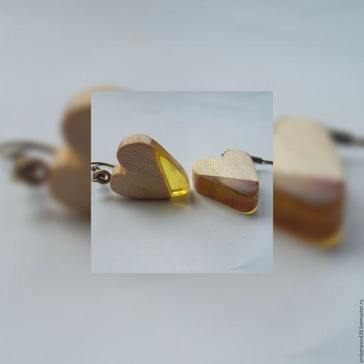 """Серьги ручной работы. Ярмарка Мастеров - ручная работа. Купить Серьги из вяза с янтарем """"Сердечки"""". Handmade. Бежевый, янтарь"""