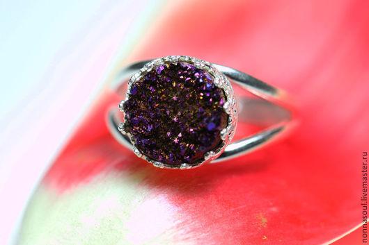 Кольца ручной работы. Ярмарка Мастеров - ручная работа. Купить Серебряное круглое кольцо с фиолетовыми друзами кварца (маленькое). Handmade.