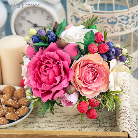 Букеты ручной работы. Ярмарка Мастеров - ручная работа. Купить Букет цветов с пионами, ранункулюсами и ягодами. Handmade. Цветы