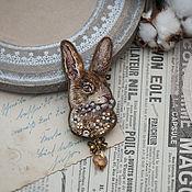 Брошь-булавка ручной работы. Ярмарка Мастеров - ручная работа Брошь Кролик с веточкой вербы. Handmade.