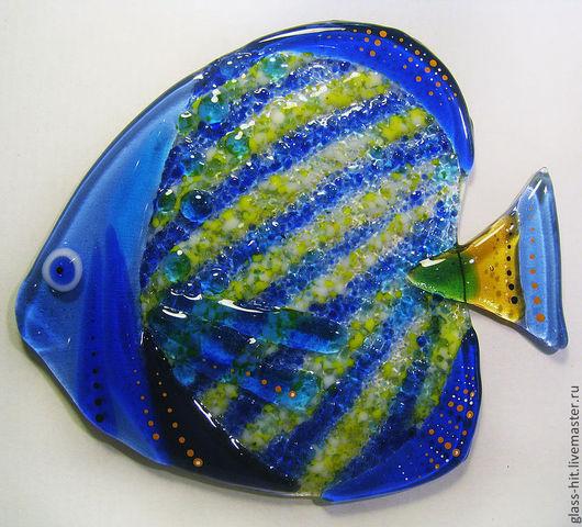 Рыбка приклейка 3. Стекло. Фьюзинг. Декоративная  стеклянная рыбка приклеивается на плитку или зеркало с помощью прозрачного силикона. Цвета и размеры в ассортименте.
