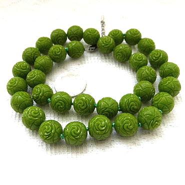 Материалы для творчества ручной работы. Ярмарка Мастеров - ручная работа Коралл резной 35 бусин 12 мм набор зеленый розочки. Handmade.