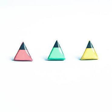 Украшения ручной работы. Ярмарка Мастеров - ручная работа Маленькие треугольные серьги гвоздики. Handmade.