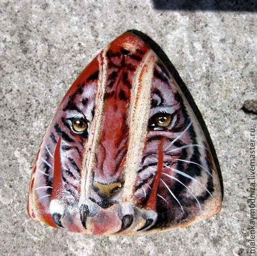 """Кулоны, подвески ручной работы. Ярмарка Мастеров - ручная работа. Купить Кулон """"Тигр"""", яшма красная река. Handmade. треугольный"""