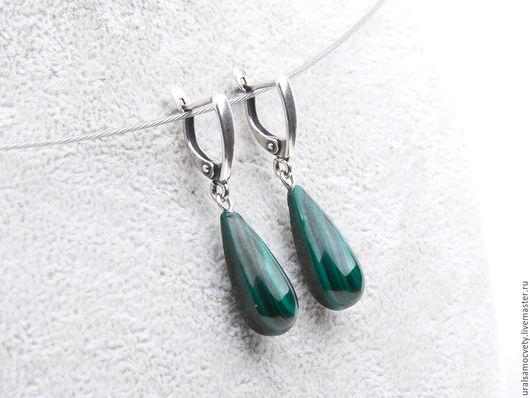 Красивые и элегантные серебряные(925 проба) серьги из натурального малахита. Сделайте приятный подарок себе или близким!