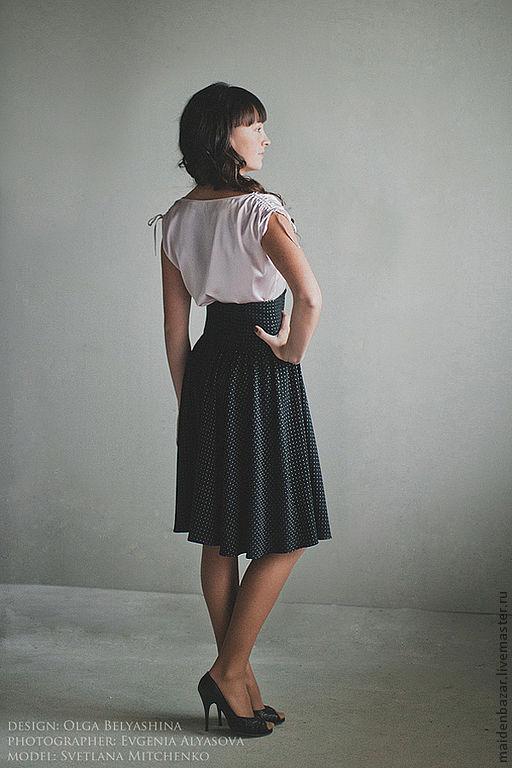 Высокая кокетка на юбке