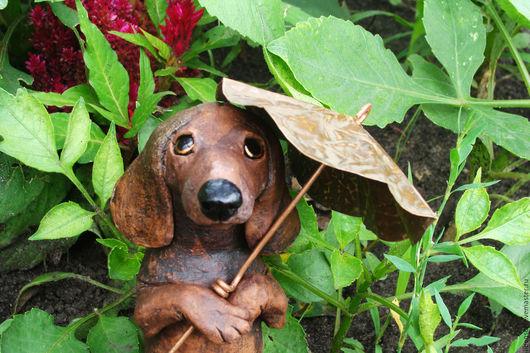 Статуэтки ручной работы. Ярмарка Мастеров - ручная работа. Купить Такса с зонтиком. Handmade. Шоколадный цвет, авторская ручная работа