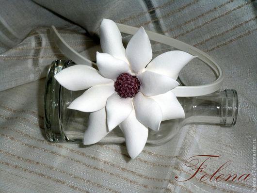 Ободок для волос с изысканным цветком магнолии, сделает Ваш образ неповторимым.