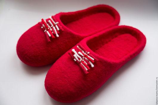 Обувь ручной работы. Ярмарка Мастеров - ручная работа. Купить Валяные домашние тапочки Страсть. Handmade. Ярко-красный