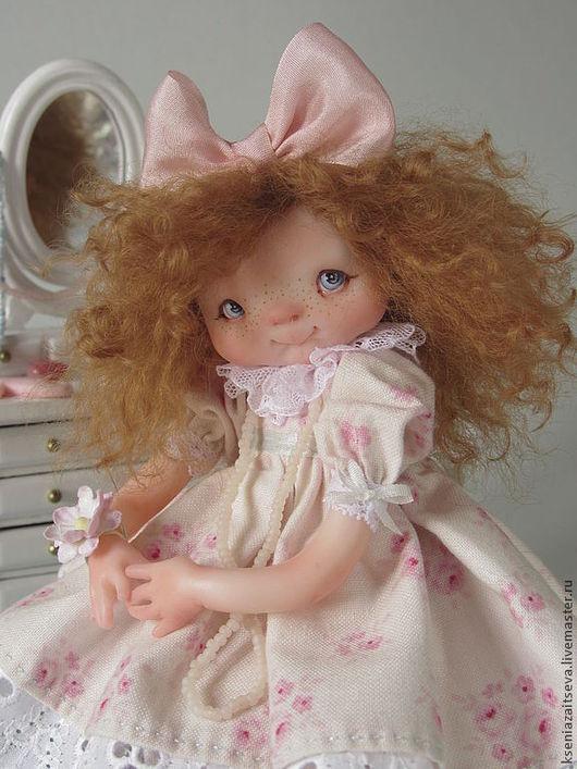 """Коллекционные куклы ручной работы. Ярмарка Мастеров - ручная работа. Купить """"Малгося - красавица"""". Handmade. Авторская кукла, бантик, зеркало"""