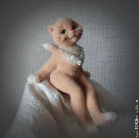 """Игрушки животные, ручной работы. Ярмарка Мастеров - ручная работа. Купить Кошка """"Гламурка"""".. Handmade. Бежевый, кошка валяная"""
