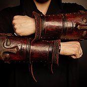 Субкультуры ручной работы. Ярмарка Мастеров - ручная работа Наручи из кожи с личиной. Handmade.