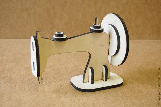 Швейная машинка  (продается в разобранном виде) Размер 18х14х10 см  Материал: Фанера 6 мм