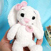 Куклы и игрушки ручной работы. Ярмарка Мастеров - ручная работа Зайка вязаная Снежинка. Handmade.