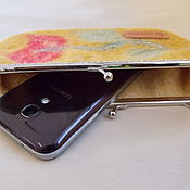 Сумки и аксессуары ручной работы. Ярмарка Мастеров - ручная работа Кошелек, сумочка для телефона на фермуаре Шафран. Handmade.