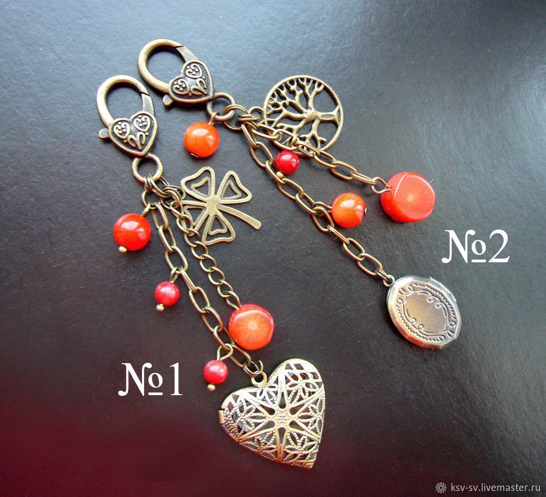 Брелок с секретом на сумку/ключи. Красный коралл