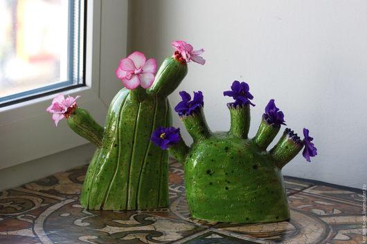 Статуэтки ручной работы. Ярмарка Мастеров - ручная работа. Купить Вазочка Кактус цветущий. Handmade. Зеленый, ваза, глазури