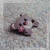 """Украшения ручной работы. Ярмарка Мастеров - ручная работа Брошь """"Мишутка с цветочком"""". Handmade."""