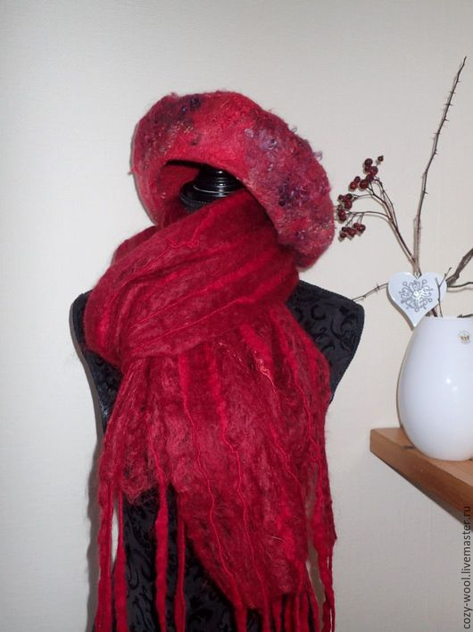 Береты ручной работы. Ярмарка Мастеров - ручная работа. Купить Берет валяный с флисом и шарф Shades of Red. Handmade.