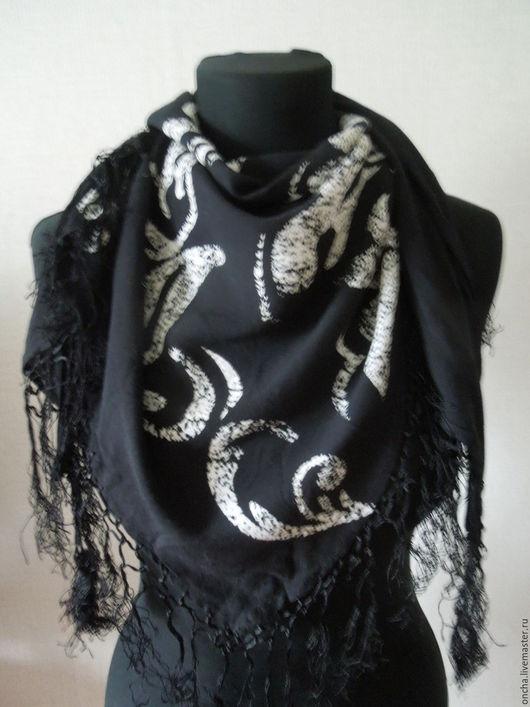 Одежда. Ярмарка Мастеров - ручная работа. Купить Шаль Бактус Белое и Черное. Handmade. Черный, платок на голову, подарок подруге