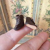 Куклы и игрушки ручной работы. Ярмарка Мастеров - ручная работа Крошечные коричневые сапожки для куклы, длина 16 мм. Handmade.