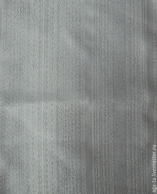 Атласная сторона ткани. Фото сделано при дневном освещении.