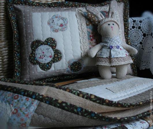 """Пледы и одеяла ручной работы. Ярмарка Мастеров - ручная работа. Купить """"Зайцы пряничные"""" лоскутный комплект. Handmade. Уют, горошек"""