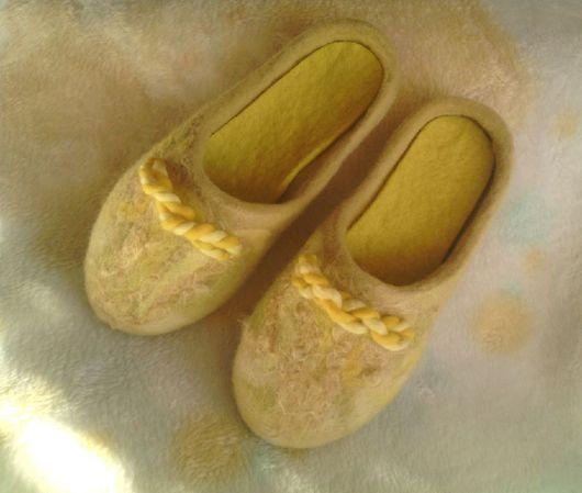 """Обувь ручной работы. Ярмарка Мастеров - ручная работа. Купить Тапочки валяные """"Solaris"""". Handmade. Желтый, шерсть, женские тапочки"""