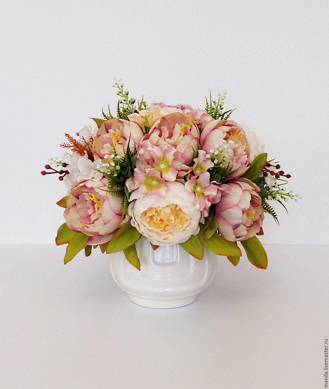 Заказать композицию из искусственных цветов цветы в коробке с макарони купить