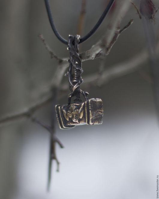 `Терновый молот`, подвеска объемная. Автор: Прасковья Власова.