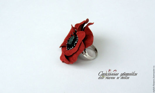 Кольцо с цветком ручной работы. Ярмарка Мастеров - ручная работа. Купить кольцо с красным маком. Цветы из кожи. Оригинальный подарок.