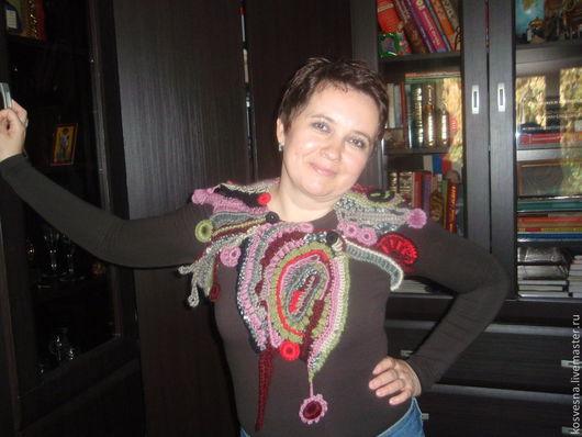 Абстрактный воротник-бактус поднимет настроение в зимний день, выгодно  украсит вашу одежду. Можно подобрать цвет пряжи по желанию заказчика.
