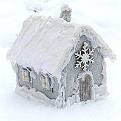 Подарки к праздникам ручной работы. Ярмарка Мастеров - ручная работа Елочная игрушка домик из фетра зимний. Handmade.