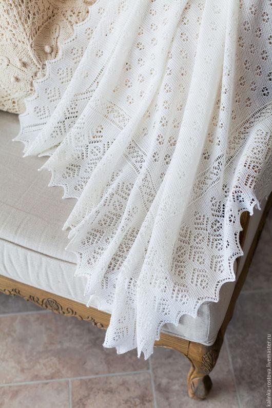 При первом выходе `в свет` в королевской семье принято пеленать новорожденного в легкие ажурные пледы!
