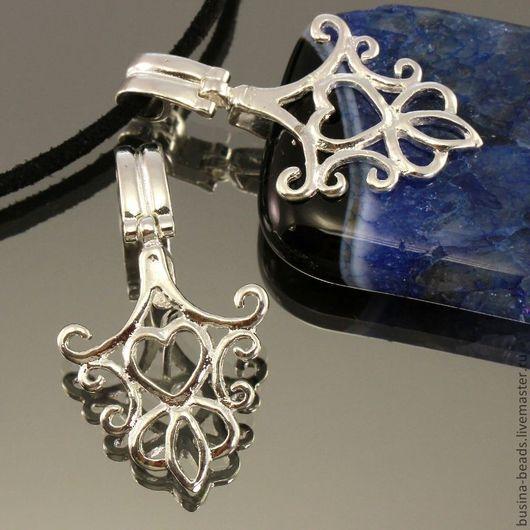 Держатель для кулонов | бейлы | зажимного типа ажурный с растительным орнаментом и сердечком из латуни и покрытием под светлое серебро