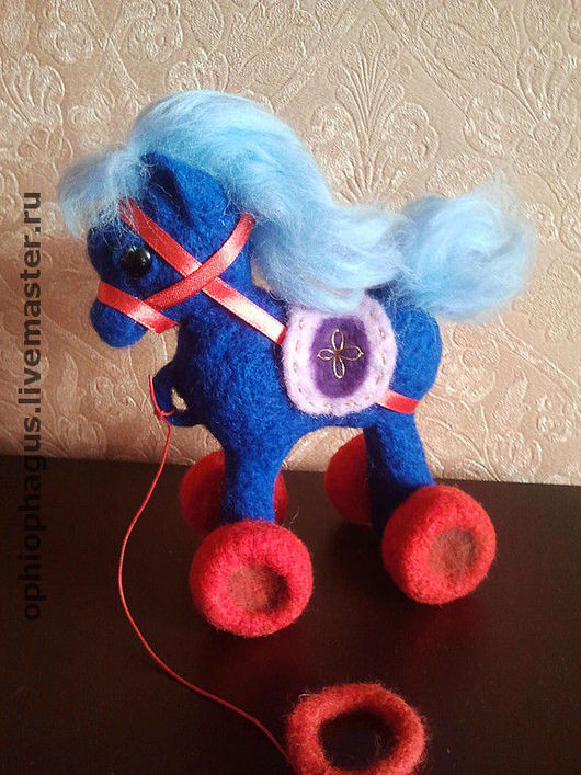 """Игрушки животные, ручной работы. Ярмарка Мастеров - ручная работа. Купить """"Я люблю свою лошадку"""". Handmade. Коллекционная игрушка"""