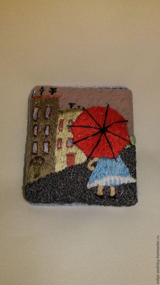 """Броши ручной работы. Ярмарка Мастеров - ручная работа. Купить Брошь вышитая """"В городе дождь..."""". Handmade. домики"""