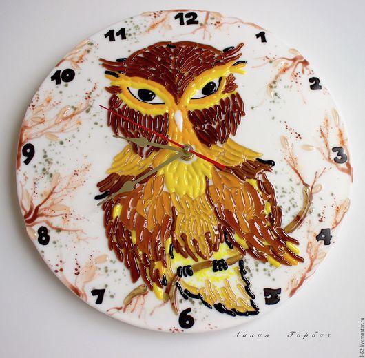 Часы для дома ручной работы. Ярмарка Мастеров - ручная работа. Купить часы из стекла, фьюзинг  Ну очень серьёзная Сова. Handmade.