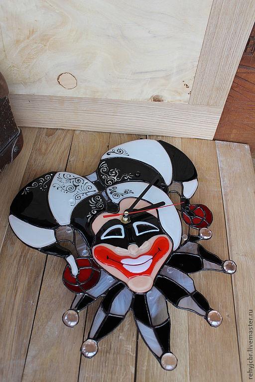 """Часы для дома ручной работы. Ярмарка Мастеров - ручная работа. Купить Часы. Фьюзинг """"Маска Арлекина ЧБ"""". Handmade."""