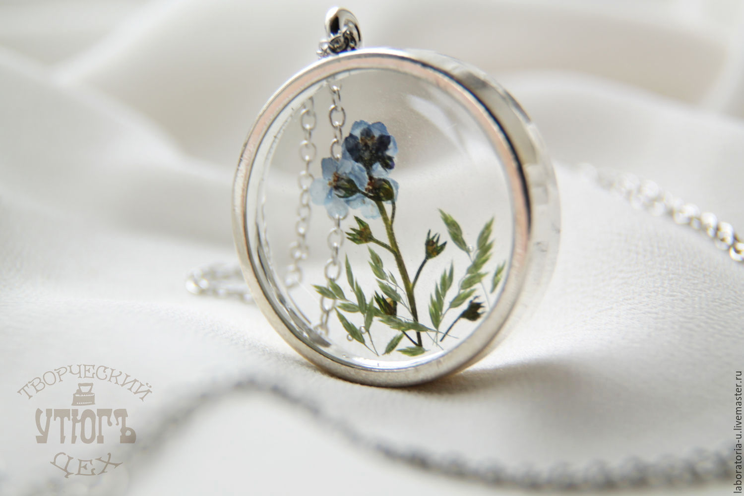 Transparent large round pendant with real blue forget-me-nots, Pendant, Samara,  Фото №1