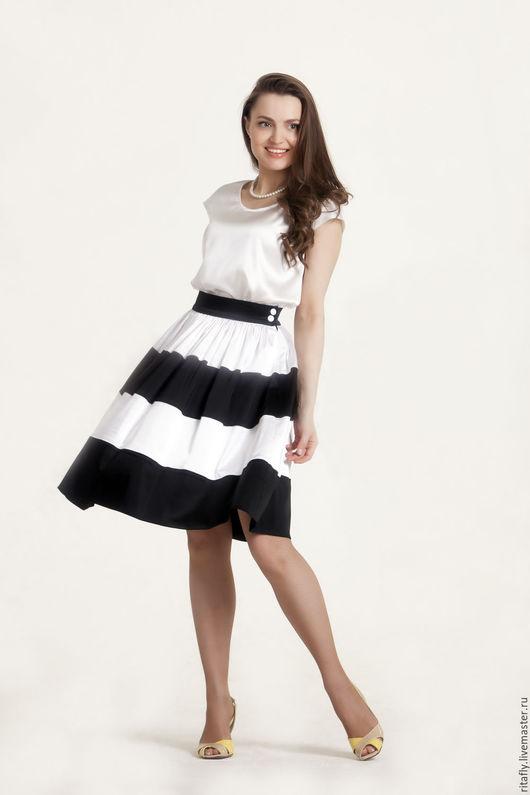 Летняя юбка полусолнце из атласа на подкладке, до колен. Женская весенняя юбка черно-белая.