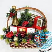 Цветы и флористика ручной работы. Ярмарка Мастеров - ручная работа Подарочная новогодняя корзина с шампанским Мондоро,чаем и шоколадом. Handmade.