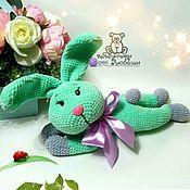 Мягкие игрушки ручной работы. Ярмарка Мастеров - ручная работа Мягкая игрушка зайчик плюшевый заяц вязаная игрушка из плюша в подарок. Handmade.