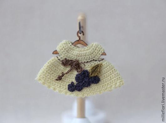 Одежда для кукол ручной работы. Ярмарка Мастеров - ручная работа. Купить Миниатюрное вязаное платье для пупсика 5-6 см. Handmade.