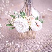 Гребень для свадебной прически с белыми розами.