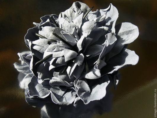 """Броши ручной работы. Ярмарка Мастеров - ручная работа. Купить Брошь -цветок из замши """"Небесная"""". Handmade. Голубой"""